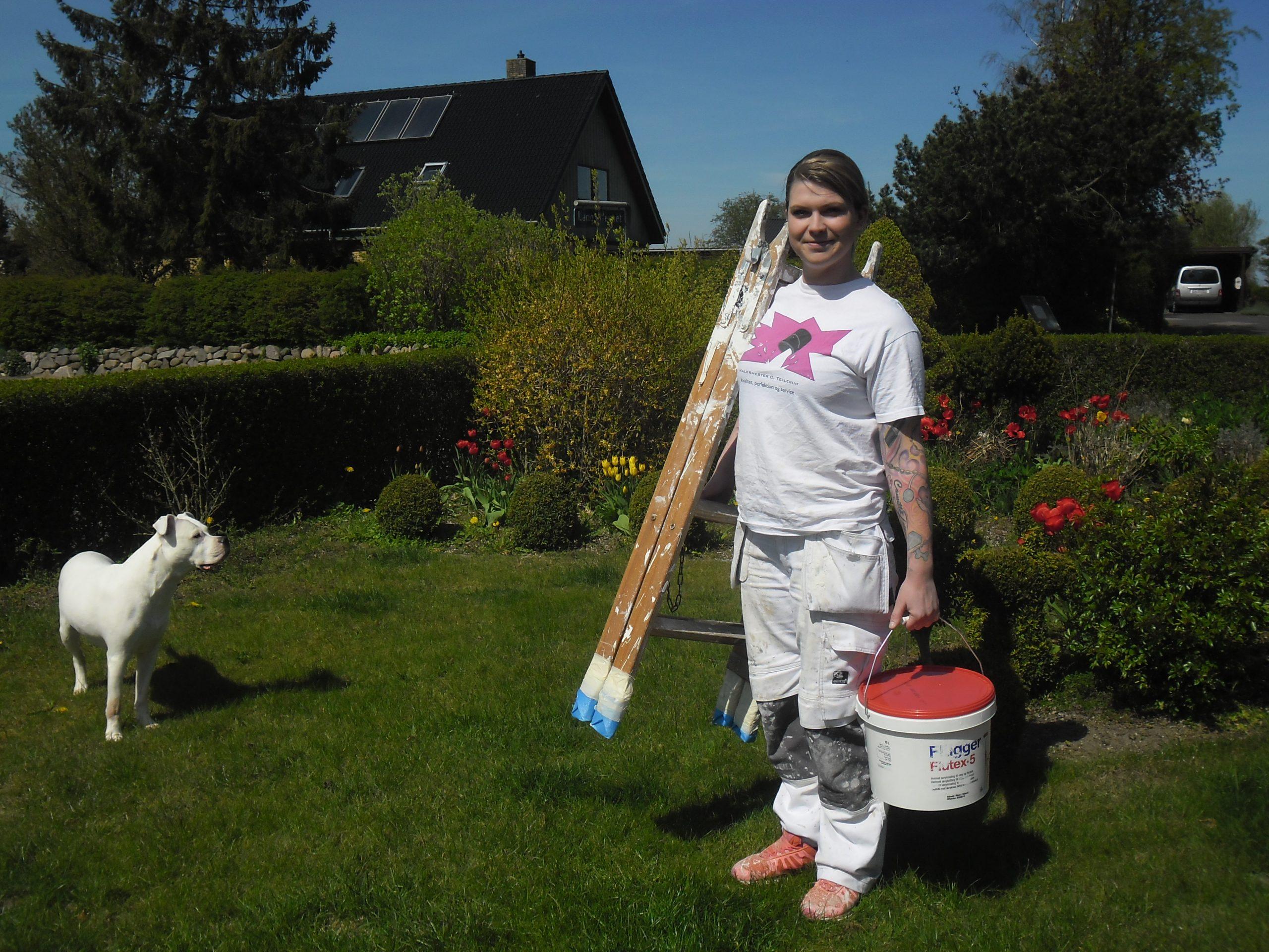 Camilla Tellerup med maling